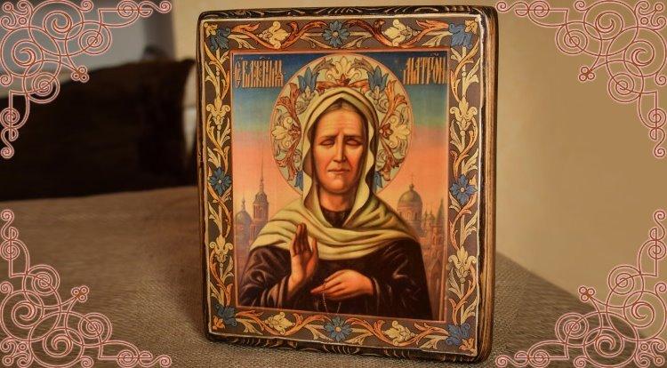 Иконка блаженной Матроны Московской на столе