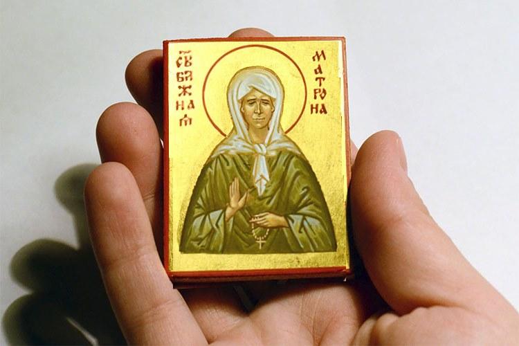 Иконка Матроны Московской в руке