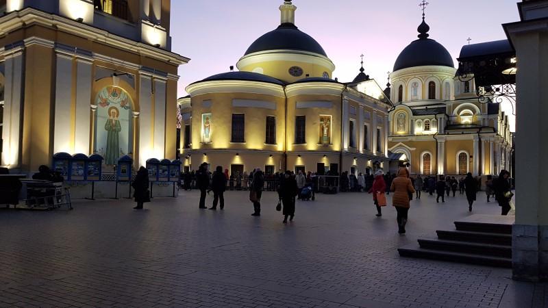 Покровский монастырь в вечернее время