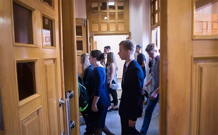 В коридоре института