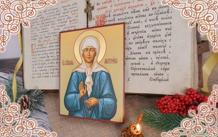 Икона святой Матроны Московской на столе