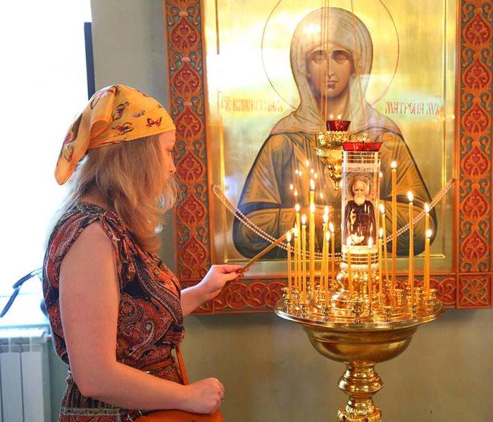 У иконы Матроны Московской