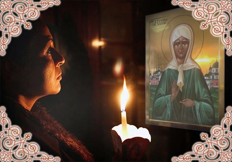 Женщина со свечей. Икона святой Матроны