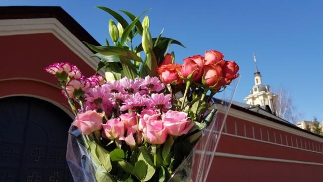 Цветы - гвоздики, розы, хризантемы...