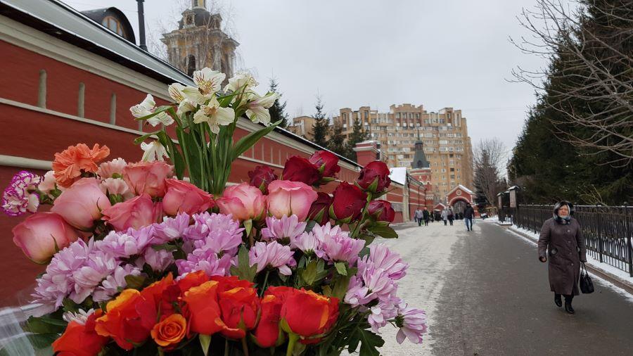 Праздничный букет цветов блаженной Матронушке )