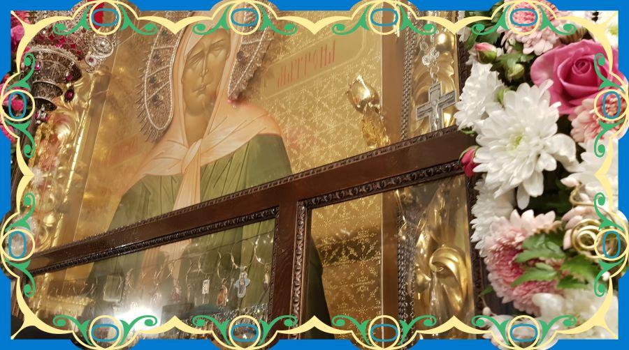 Икона святой Матроны Московской. У мощей