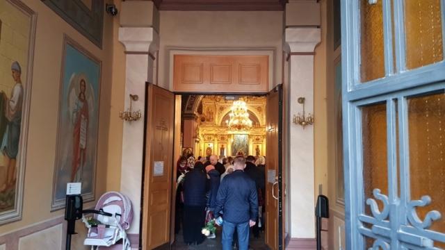 Вход в Воскресенский собор обители