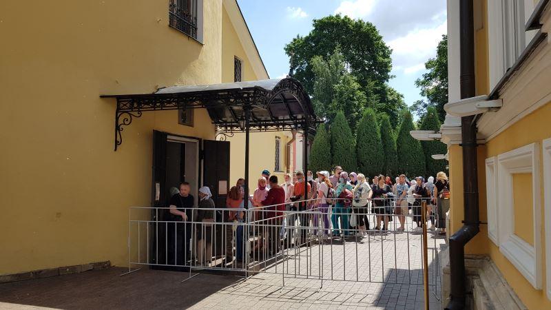 Вход в Покровский храм