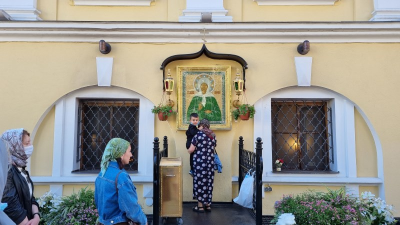 Пред иконой блаженной Матронушки