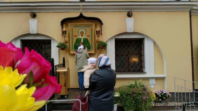 Пред чудотворной иконой блаженной Матроны